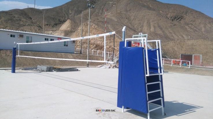 barco-leds-postes-parantes-de-voleibol-con-silla-de-arbitro-barco-leds